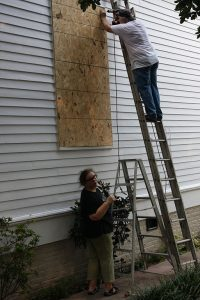 512px-FEMA_-_37701_-_Home_owner^^39s_make_Hurricane_Gustav_preparations_in_Louisiana